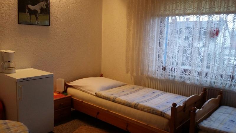 doppelzimmer zimmer hannover. Black Bedroom Furniture Sets. Home Design Ideas