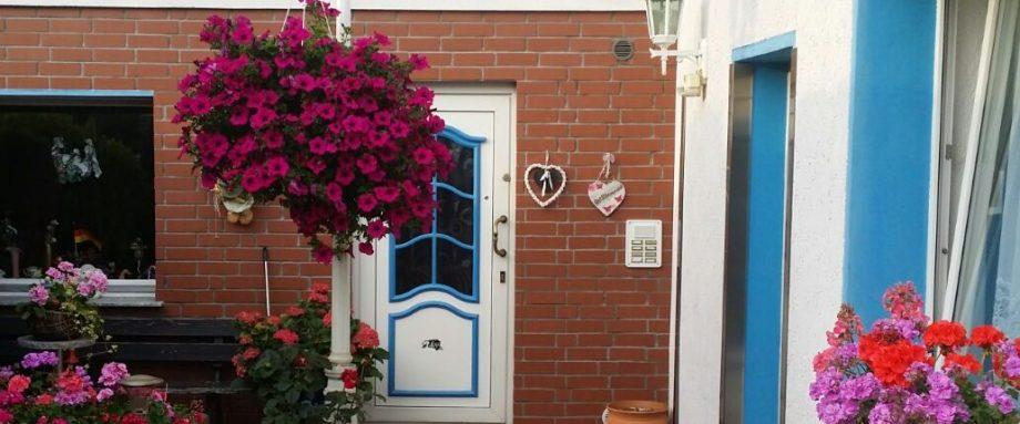Header Bild Zimmer Hannover - Blick auf den Hauseingang Kontakt